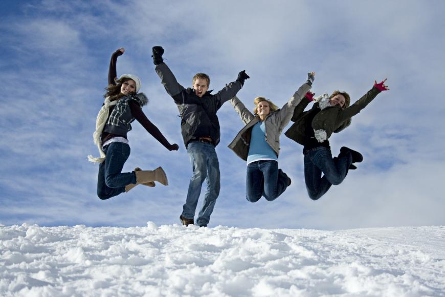 fun-in-the-snow_dreamstime_m_4273283